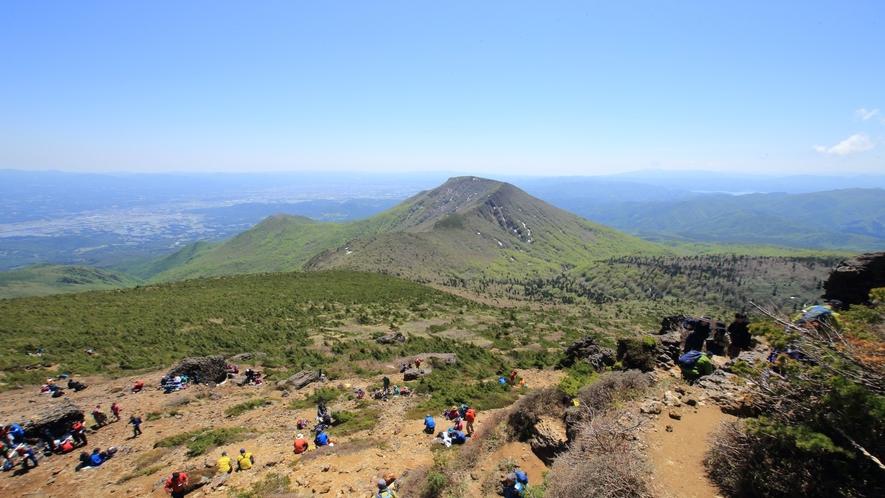 【登山】神秘的で美しい爆裂火口や山頂からの景観を楽しもう♪