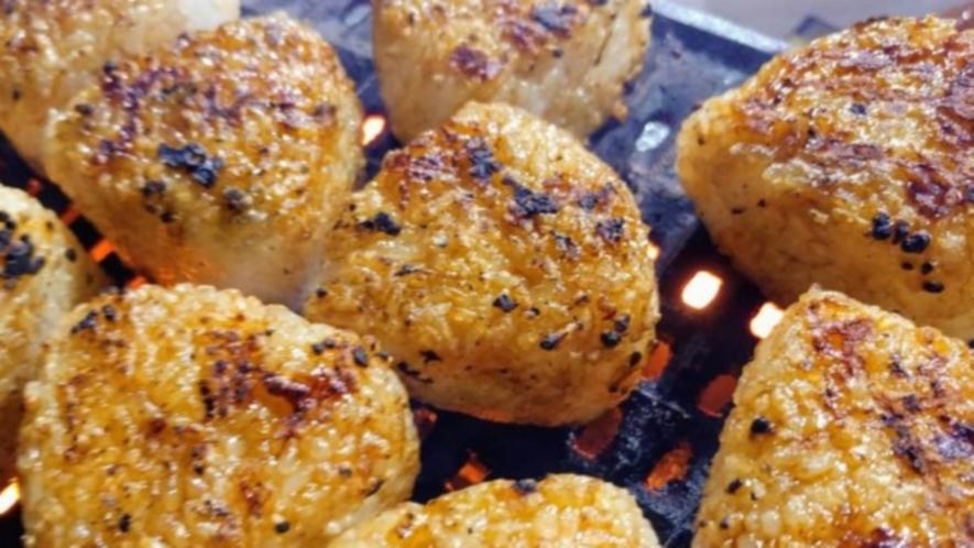 【BBQ】じっくり網焼きするから美味しく仕上がる焼きおにぎり♪
