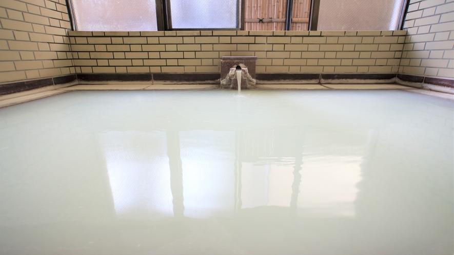 【ミルク湯】週に一度の「湯の花流し」後のミルクのような温泉を体験してみませんか?