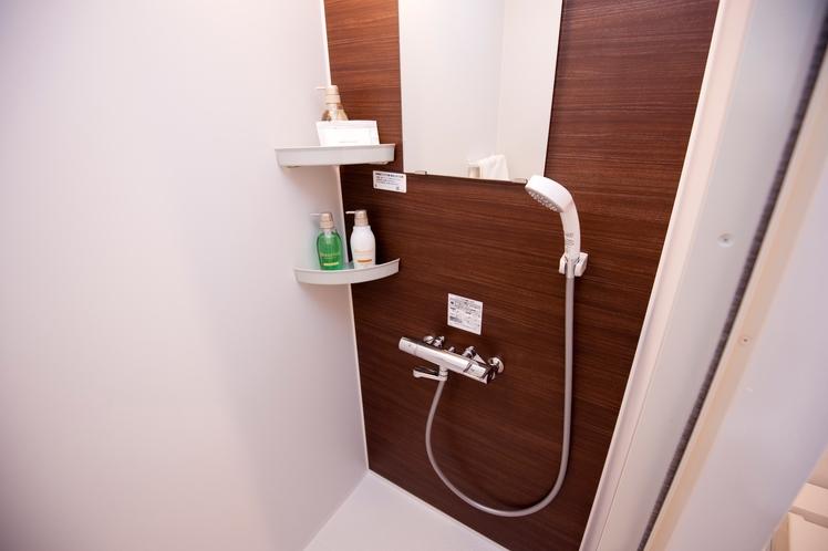 シャワールーム(洋室・3ベッド洋室共通)