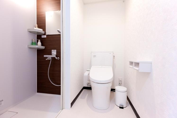 シャワールーム・トイレ(洋室・3ベッド洋室共通)