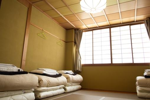 和室4人部屋 共用バスルーム
