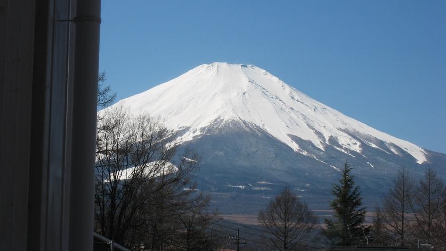 和モダンルームの24時間風呂からの富士山