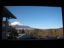 和モダンルーム2階からの富士山