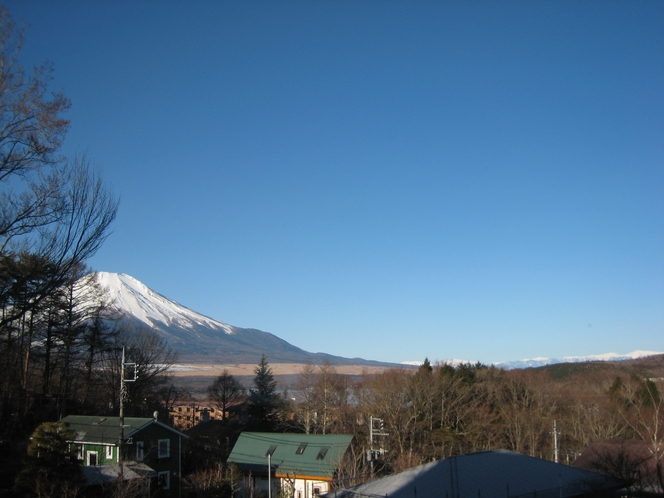ウッドデッキからの富士山ープチスイート