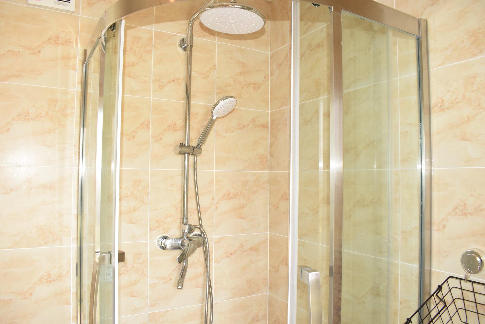広々タイプのシャワールーム