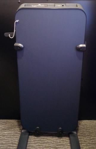 ズボンプレッサー★各階エレベーター脇にございます