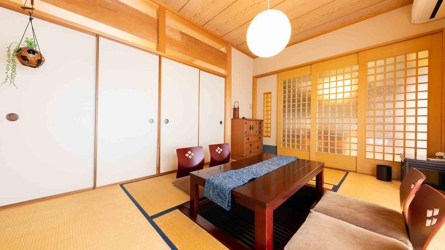 ・【2階】畳の香りに包まれた、掘りごたつのあるリビングルーム