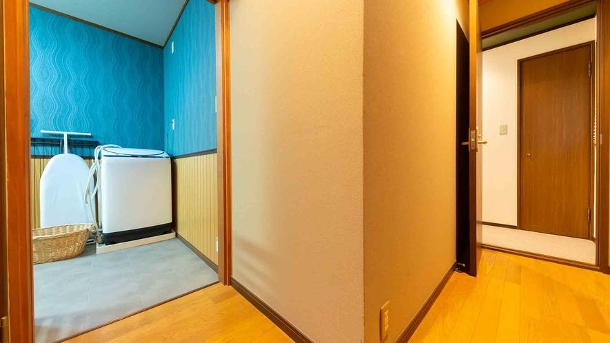 ・【1階】洗濯機とアイロン台