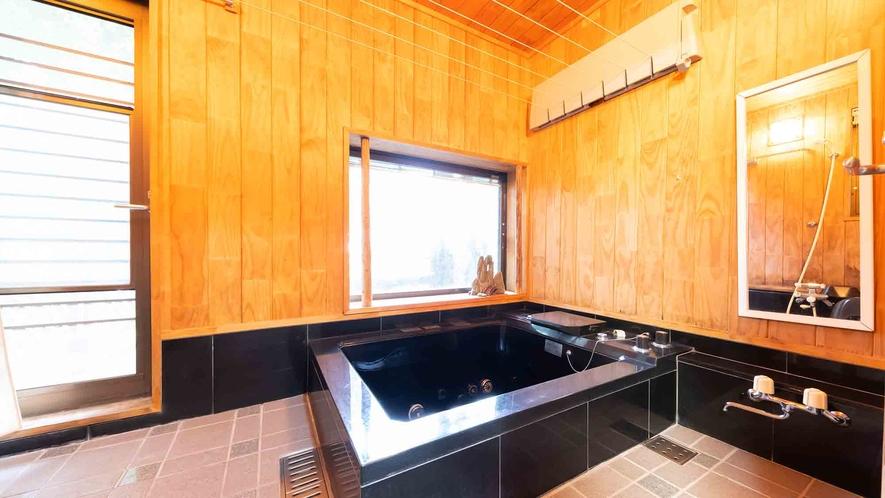 ・【1階】広い浴槽で手足を伸ばしてゆったりとリラックスできます
