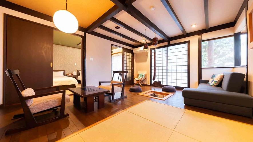 ・【1階】畳で、ソファで、椅子で、囲炉裏で、それぞれ自由に過ごせるリビングルーム