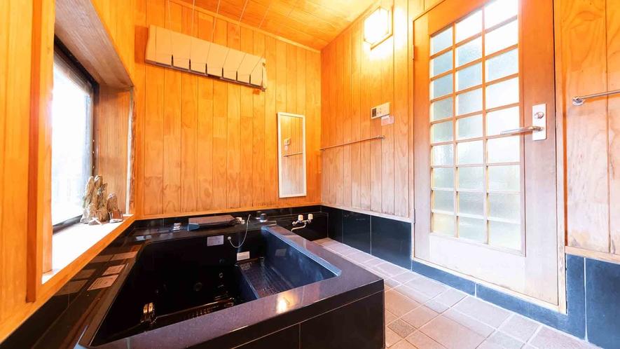 ・【1階】ついつい長風呂したくなってしまう大きな浴槽です