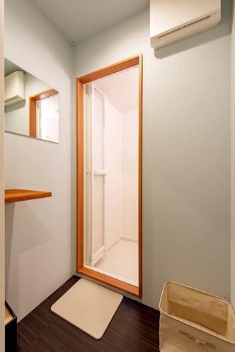 共用シャワー入口