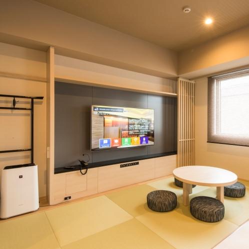 和室スペースは4畳程 テレビは大画面♪
