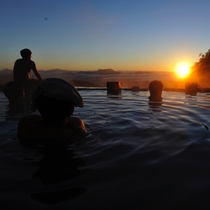 *【周辺観光_白馬鑓温泉】運が良ければ、露天風呂から御来光を望むことができます。