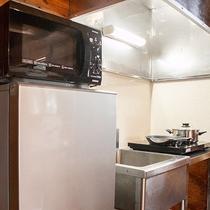*【コテージA棟/キッチン】炊飯器、電子レンジ、トースター、湯沸しポット、コーヒーメーカーも完備