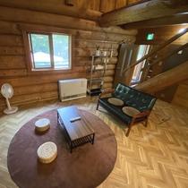 *【コテージB棟/1階】全体的に小さめの造りになっているログコテージです