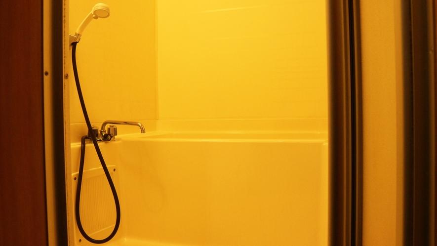 *【コテージA棟/バスルーム】シャワー派も湯舟派も安心のバスルーム
