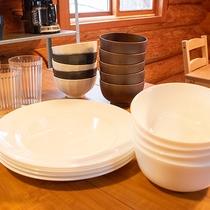 *【コテージB棟/キッチン】茶碗、お皿、マグカップ、グラス、箸、スプーン、フォーク、各5セットづつ