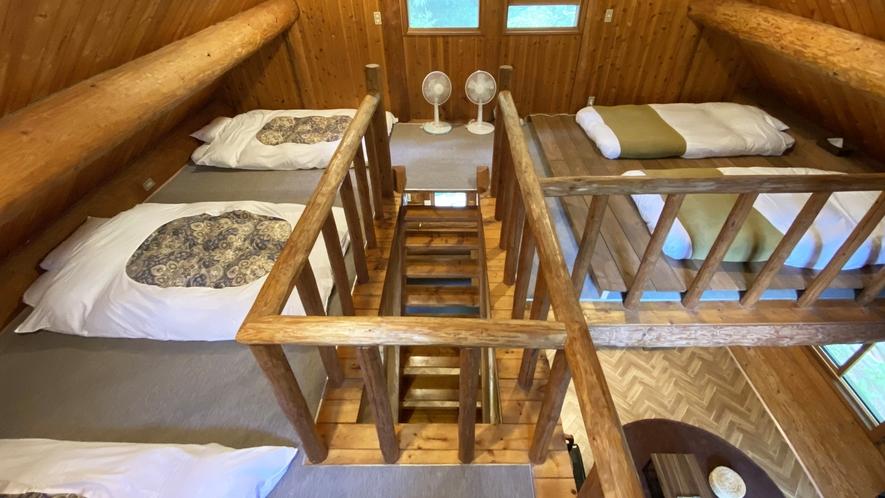 *【コテージB棟/2階】寝室は布団3組、シングルローベッド(2台)をご用意