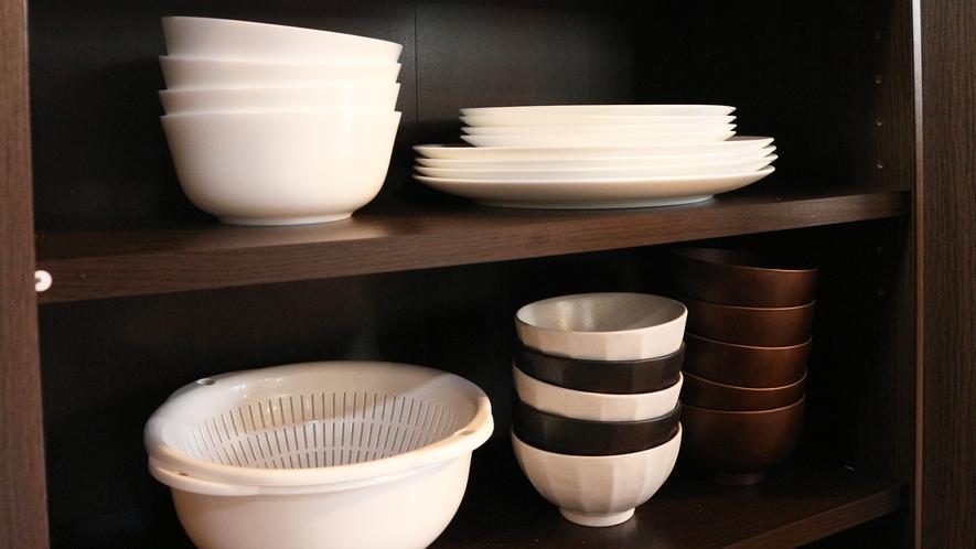 *【コテージA棟/キッチン】茶碗、お皿、マグカップ、グラス、箸、スプーン、フォーク、各5セットづつ