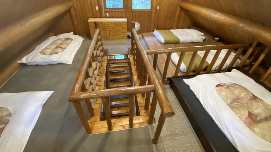 *【コテージA棟/2階】寝室は布団3組・ローベッド2台をご用意