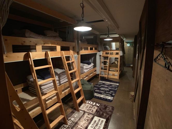 ドミトリー 室内 夜間イメージ