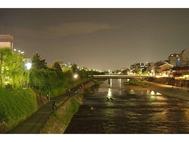 鴨川(夜)