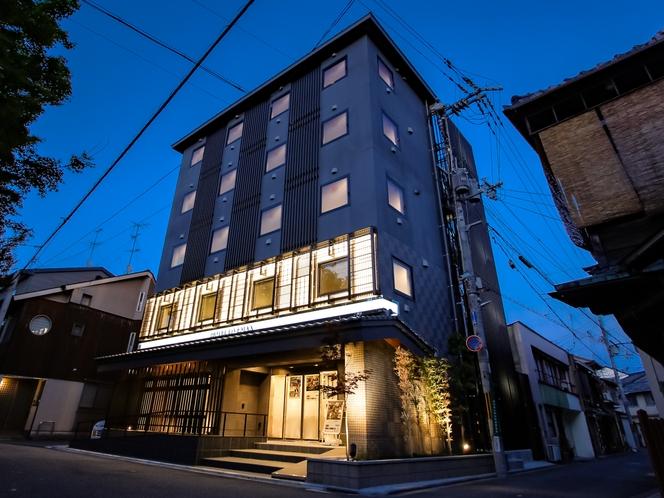 ◆ホテルリブマックス京都鴨川前◆ 外観 夜ver