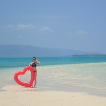 【幻の島(浜島)】潮が引いたときに現れる「幻の島」。八重山ブルーの海に映える白い砂浜は、超絶景。