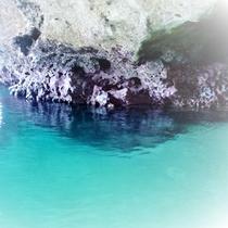 【青の洞窟探検ツアー】石垣島の北部にある青の洞窟。一度は行ってみたい人気スポット。
