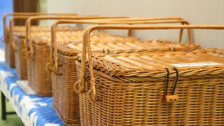 【無料朝食のお弁当BOX】沖縄風炊き込みご飯や、ポーク卵おにぎりなど、日替わりで♪