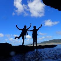 【青の洞窟探検ツアー】シュノーケリング、星砂探し、滝壺トレッキング、色々な体験が!