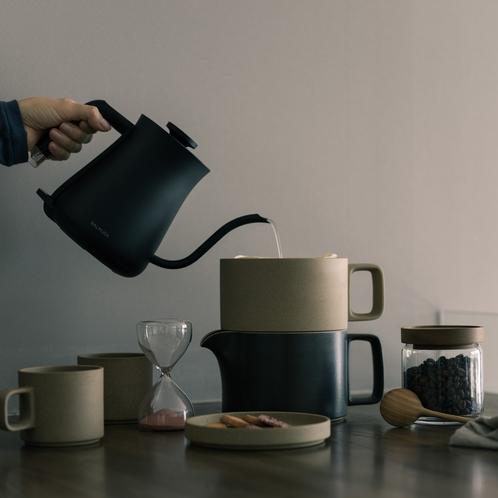 お部屋にオリジナルの自家焙煎コーヒーをご用意しています [ MAOIQ komfort ]