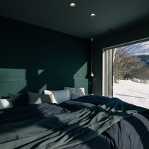 1階ベッドルーム、セミダブルベッド2台 [ MAOIQ komfort ]
