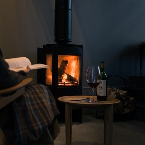 土間には暖炉があり、ご自由にお使いいただけます [ MAOIQ komfort ]