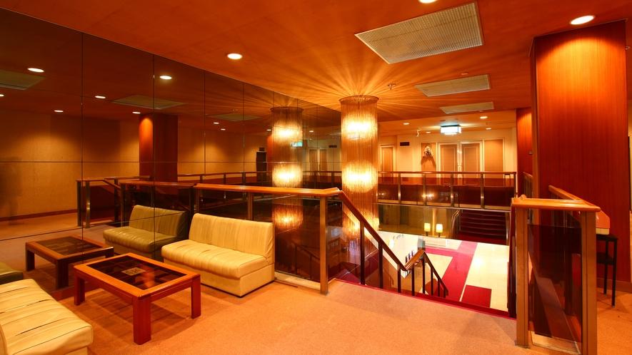 ■階段・ホール■2階にもおくつろぎいただける空間をご提供しております。