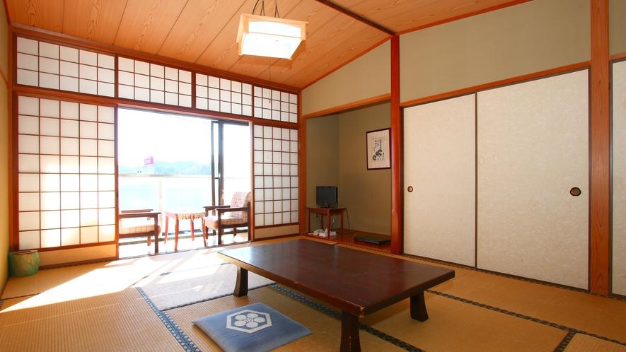 ■和室■南向きの明るいお部屋で、ゆったりおくつろぎいただけるようになっております。