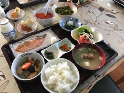 おひとり様におすすめ!1日の始まりは朝食から。和定食付きのプランで元気にご出発♪