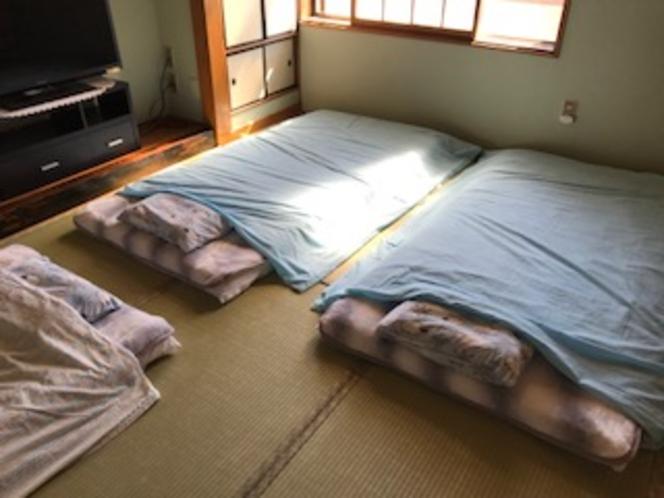 10畳間就寝夏