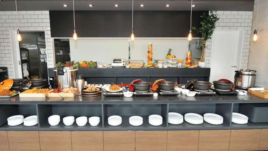 【朝食会場】新型コロナウイルス対策の為、アルコール除菌、換気を行っております。