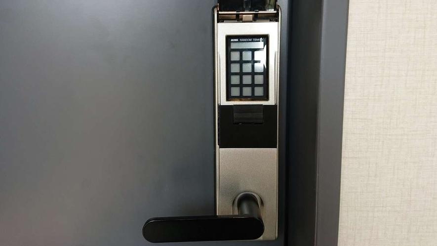 大浴場入口:セキュリティコードロックで安心利用