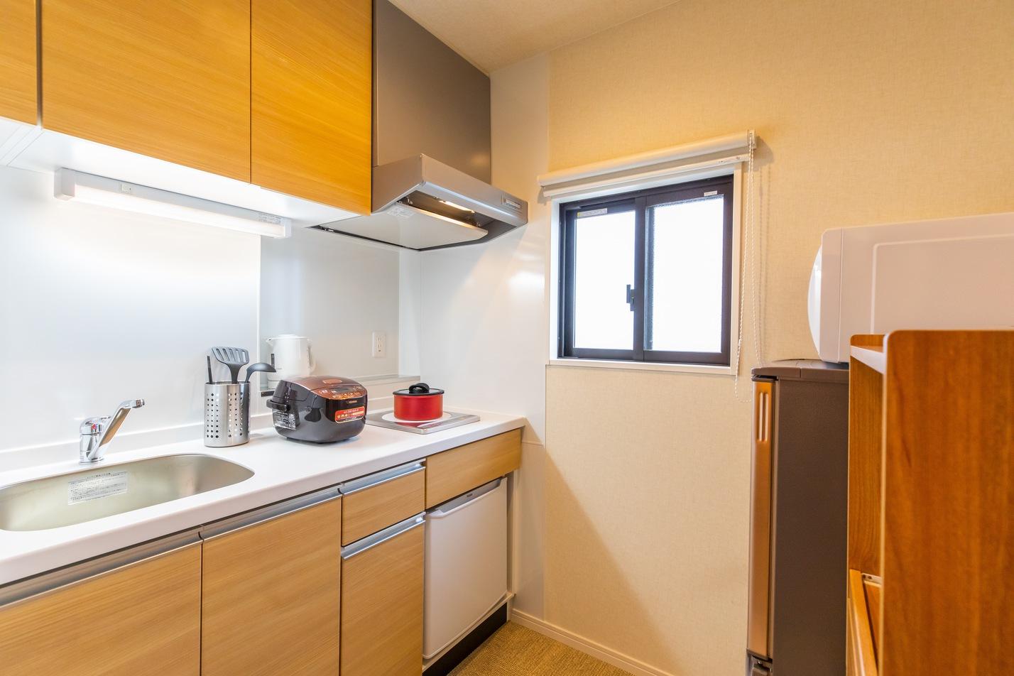 和洋室 キッチン。2ドア冷蔵庫を完備!