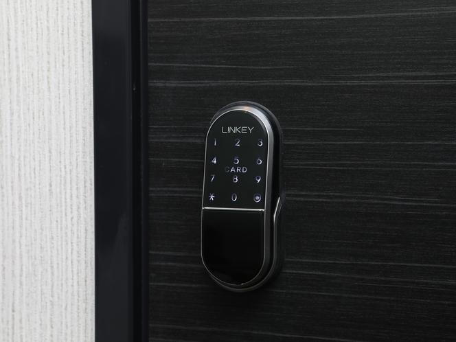 ドアロック_暗証番号を入力して入室してください