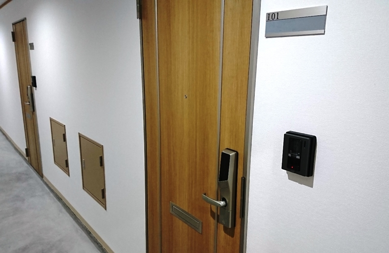 お部屋の玄関ドア