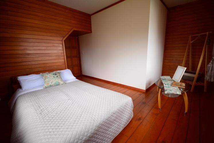 【2階】寝室(ダブルベッド)