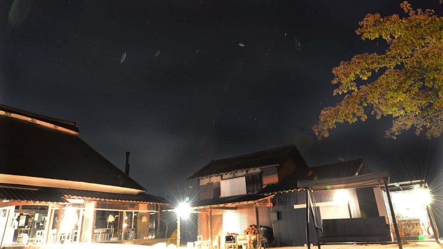 ・夜の外観
