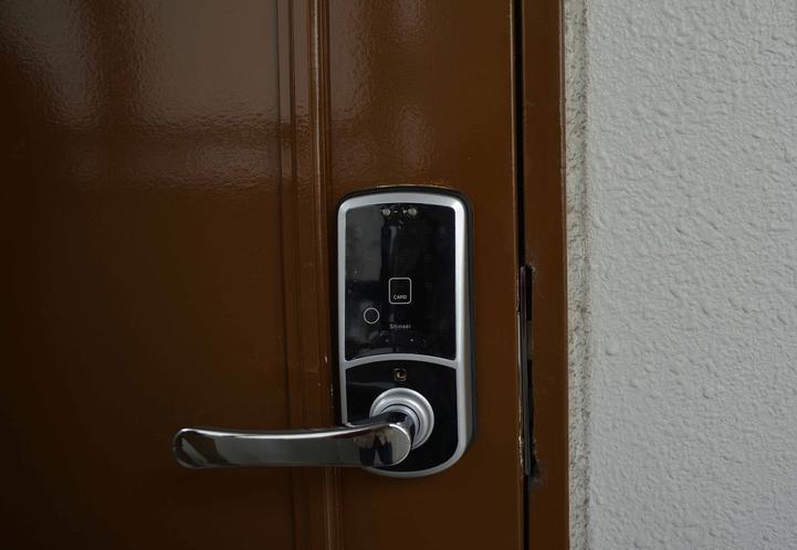 暗証番号付きドア