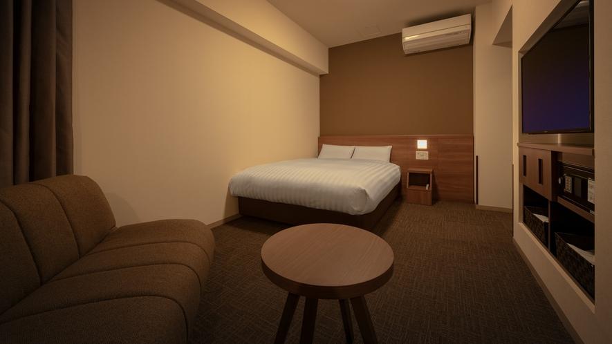 ◆客室【デラックスダブルルーム】 25平米 シモンズ社製ベッド140×195㎝