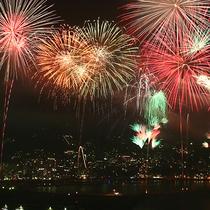 熱海海上花火大会◆夏だけではなく年間通して開催されている熱海名物。(当館から車で5分)